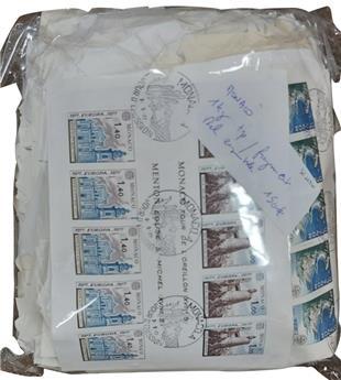 MONACO : 1 kg de timbres sur fragment